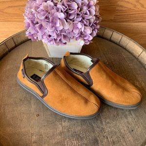 LB Evans golden tan fleece pile lined slipper sz 8